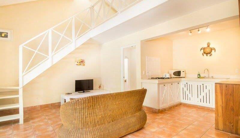 beach-villa-living-and-kitchen1