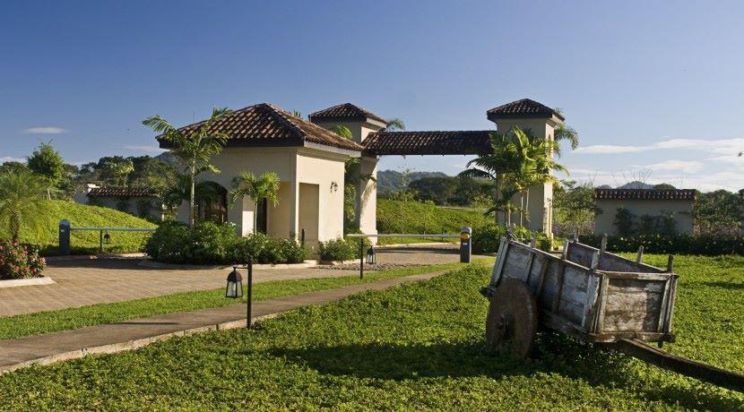Entrance-Gate-at-Rancho-Villa-Real