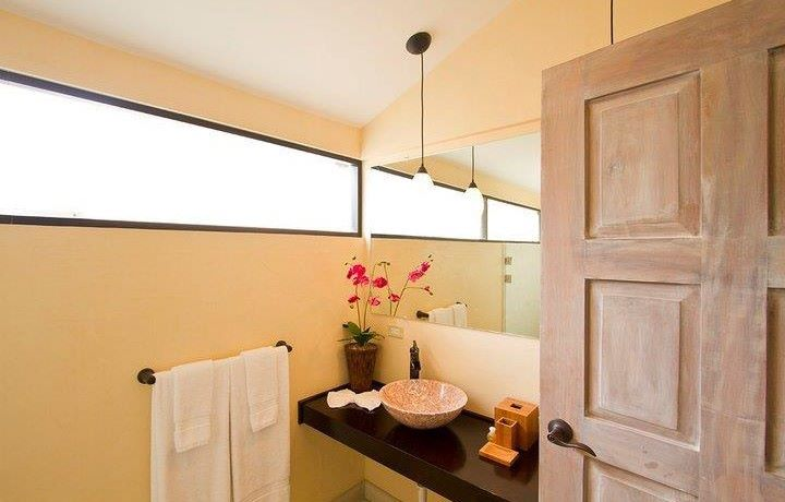 guest-suite-bathrooms