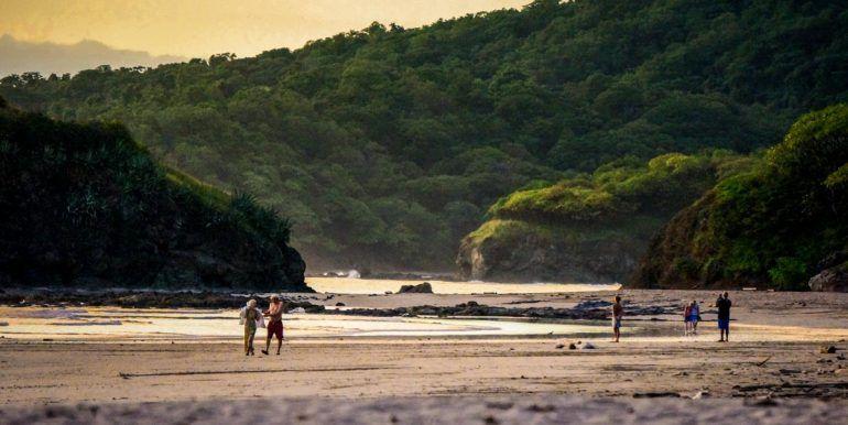 playa-grande-beach-walkers