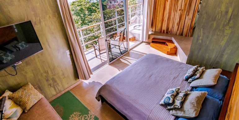 Waterfall House - master bedroom 1 (1)