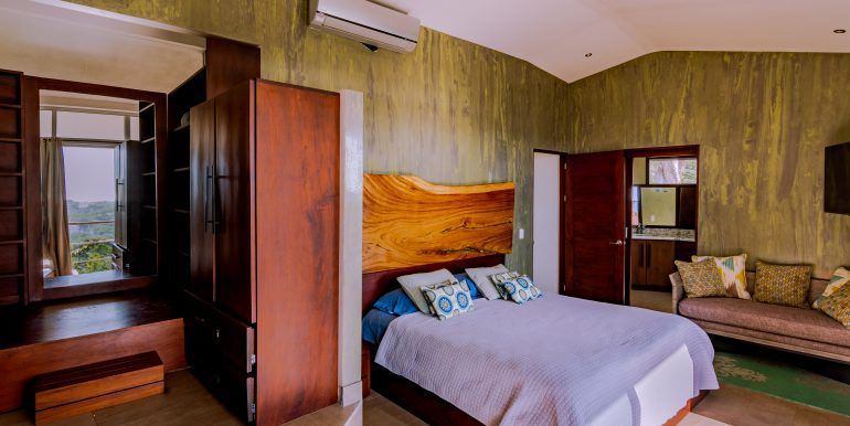Waterfall House - master bedroom 3 (1)