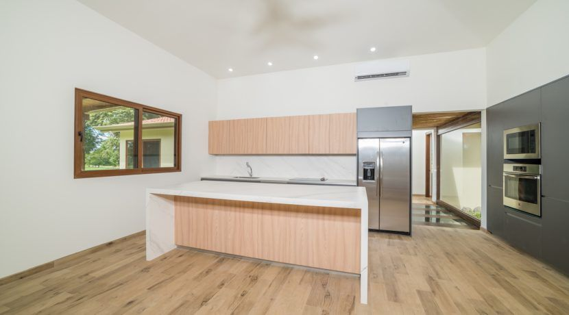 Living & kitchen 3