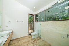 Master bathroom B 1