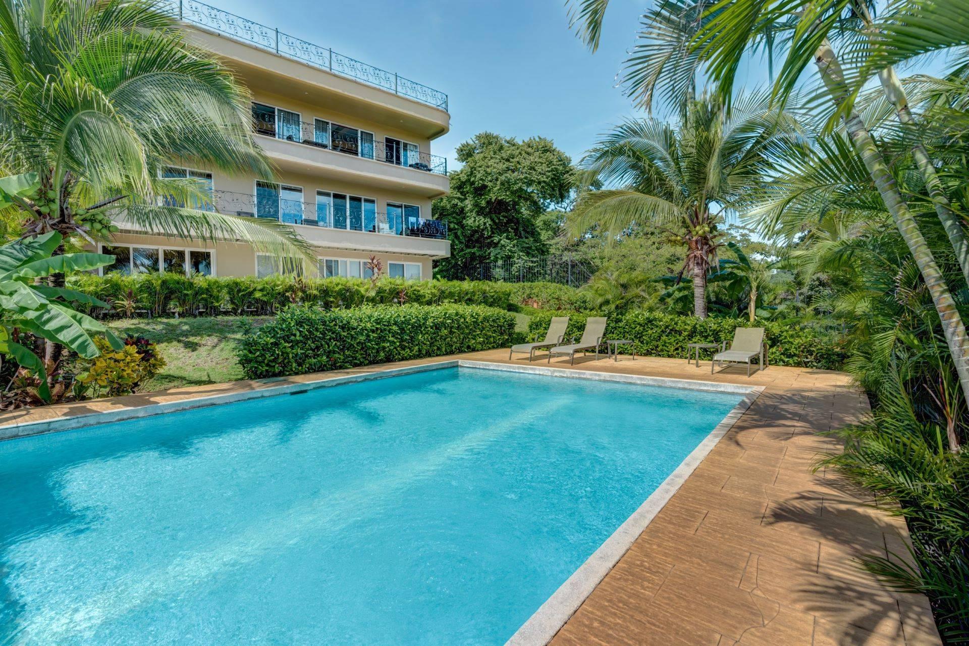 Maison Blanche #4 Ocean View Condo in Flamingo Beach