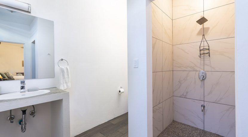 apartment bath-min