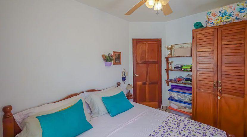 hotelfloresbackroombedroom