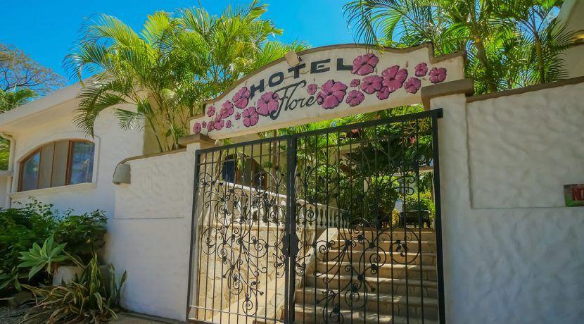 hotelfloresentrance-2