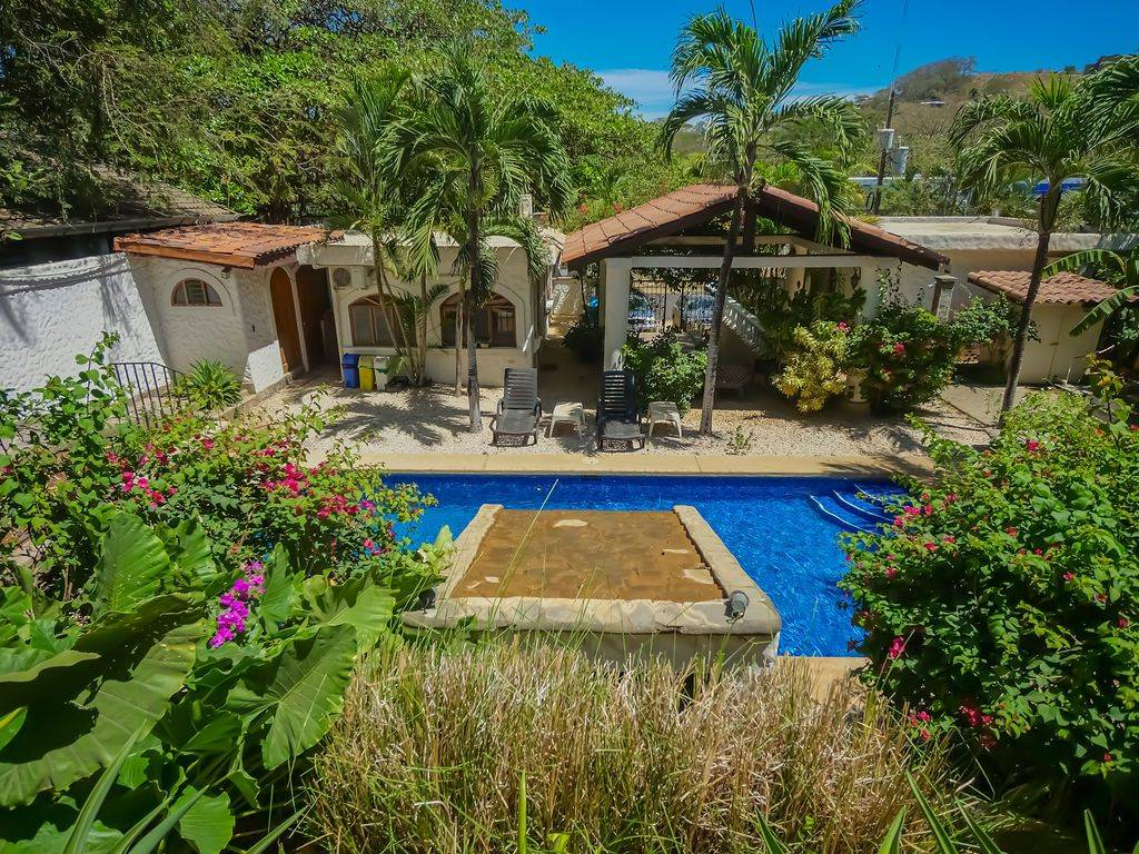 HOTEL FLORES-Lovely Boutique Hotel in Center of Tamarindo Great ROI!