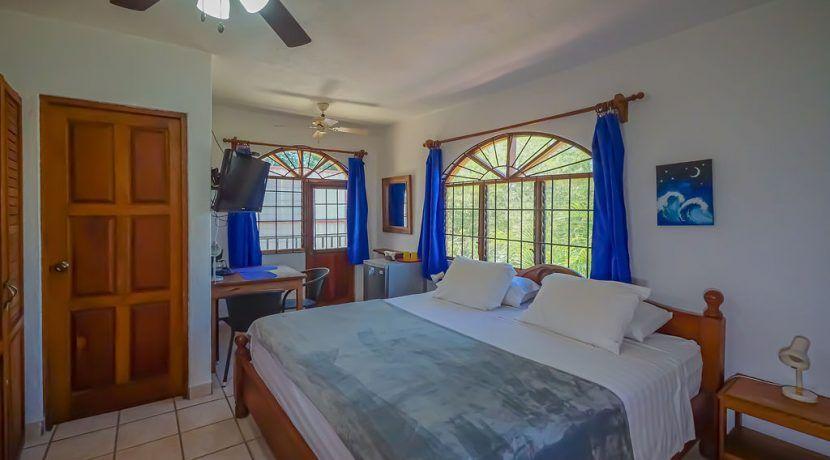 hotelfloresupstairsroom2