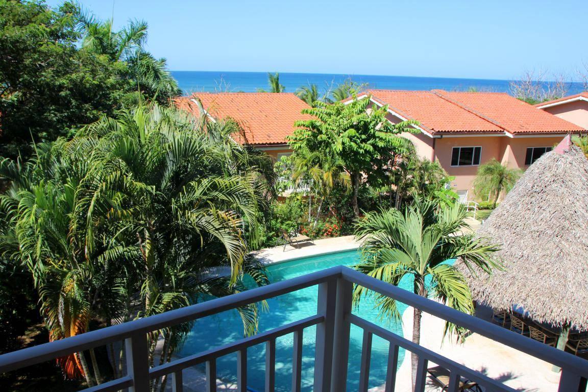 Bahia Langosta B19 – Ocean View Condo Steps To The Beach