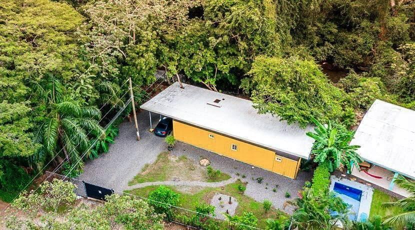 Casa Lemonpaloosa container home properties of Costa Rica