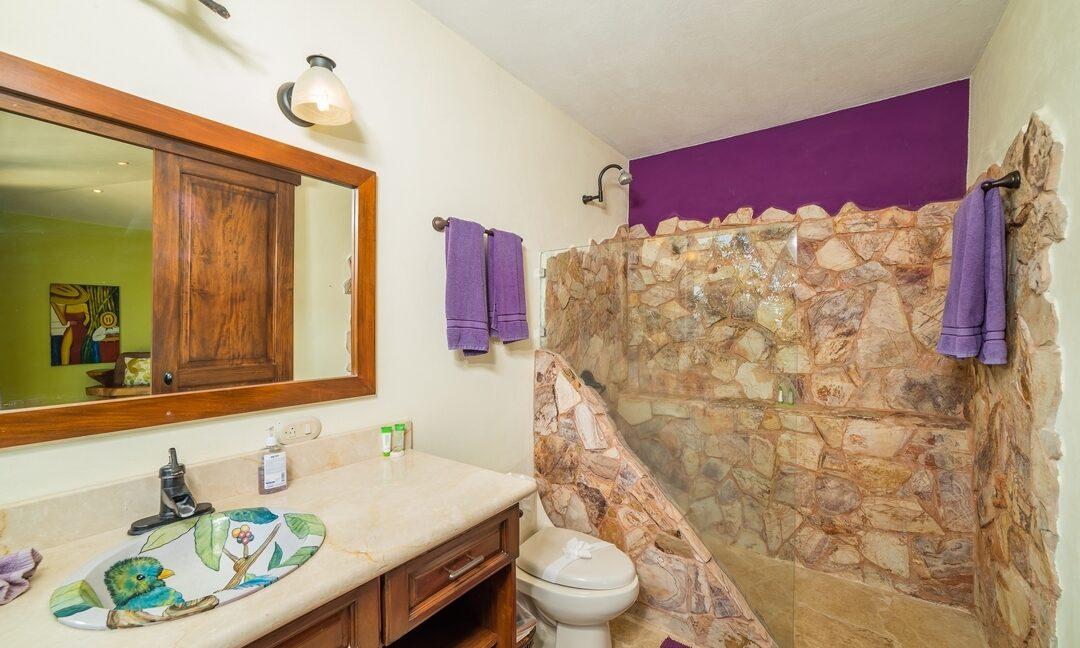 VB Upstairs Suite Bathroom