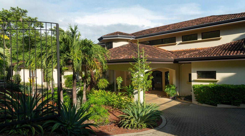 Villa Buena Onda Entrance 3-min