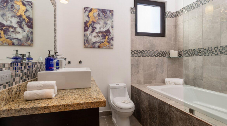 Villa Buena Onda Oasis Suite 11-min