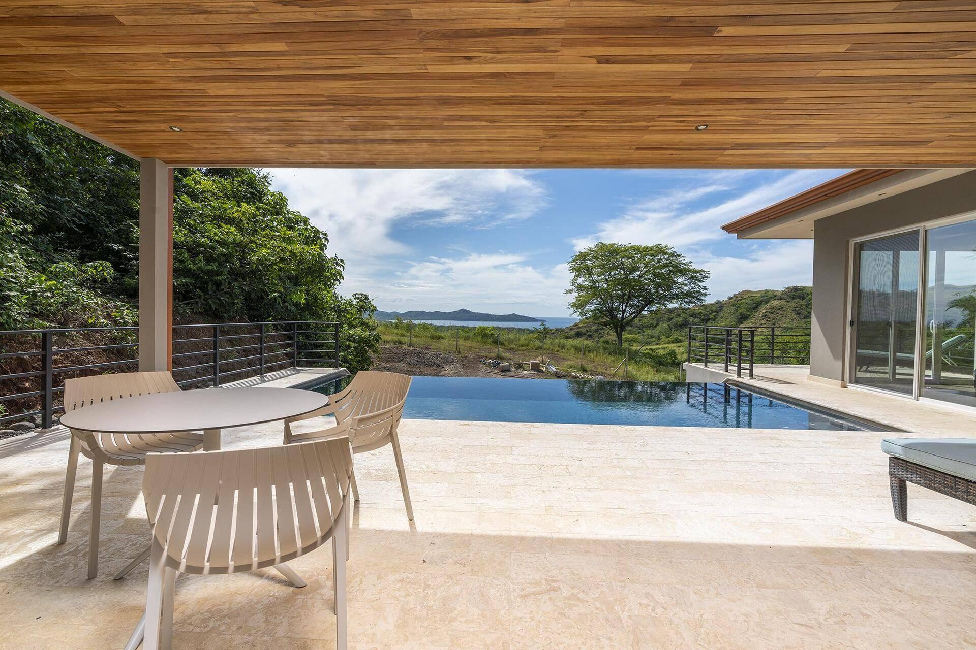 Casa Natura- A newer home located in the Mar Vista community