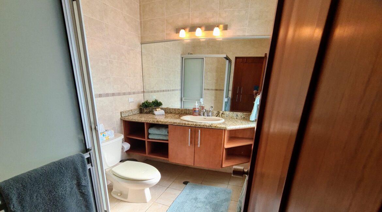 9SDM6 Bathroom #2